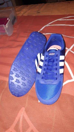schicker Adidassportschuhe