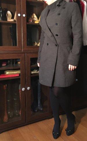 Schicker grauer Mantel von Zara