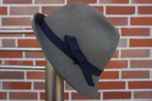 Cappello in feltro grigio-verde