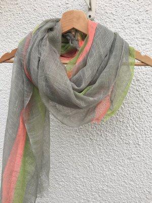 Schicker Schal mit bunten Streifen!
