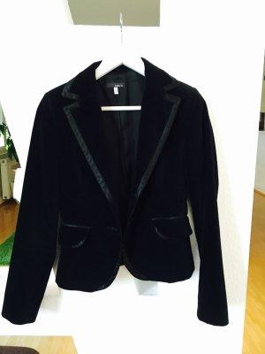 schicker schwarzer Blazer aus Nicki-Stoff