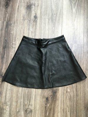 Schicker schwarzer Lederrock
