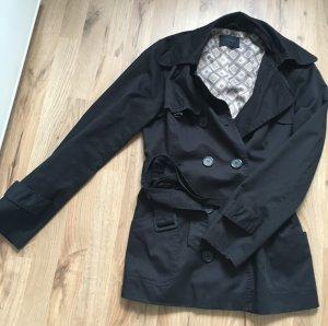Schicker schwarzer Mantel von Vero Moda