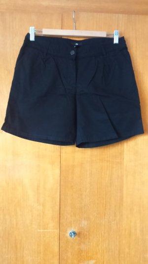 schickere schwarze Shorts