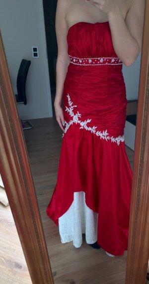 Schickes Abendkleid in rot