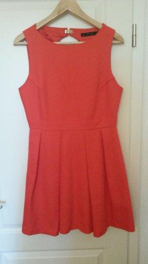 Schickes Ausgeh-Kleid mit sehr schönem Rückenausschnitt