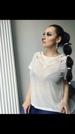 schickes basic t-shirt in creme mit cutouts