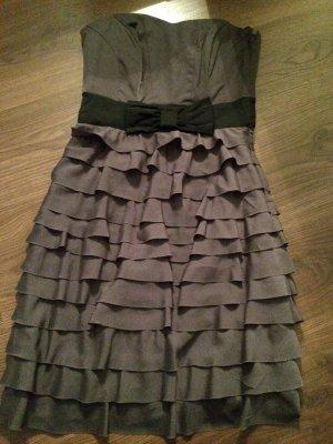 Schickes bequemes Kleid.