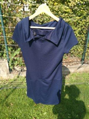 schickes blaues Kleid