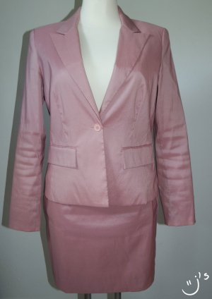Schickes Business Kostüm in rosa