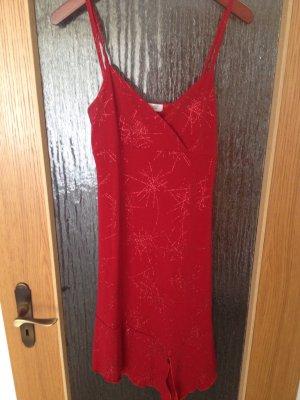 Schickes Damenkleid in rot
