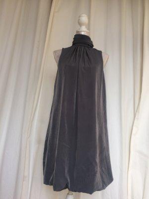 schickes Damenkleid mit Ballonsaum von Zara