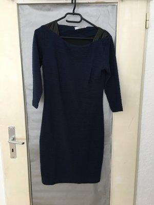 Schickes, dunkelblaues Kleid