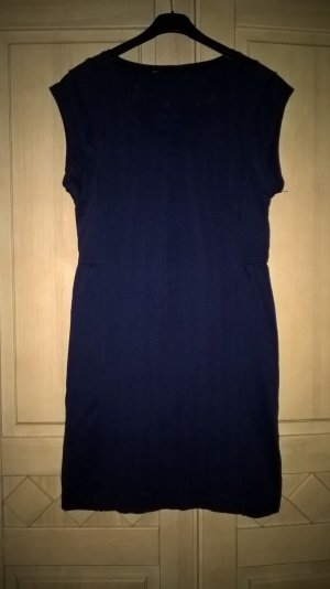 schickes dunkelblaues Kleid