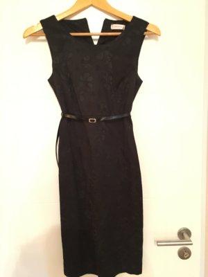 Schickes dunkelblaues Kleid mit Gürtel Größe S