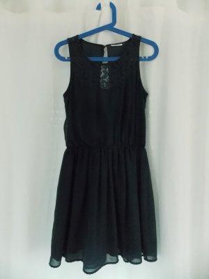 Schickes dunkelblaues Kleid mit Spitze und Rückenausschnitt