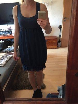Schickes dunkelblaues Kleid von Khujo