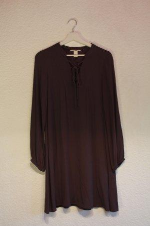 Schickes dunkelraues Kleid mit Schnürung
