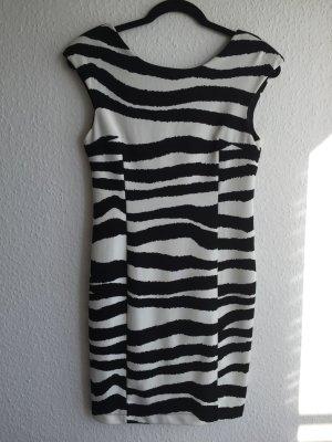 Schickes Etui Kleid in Größe M