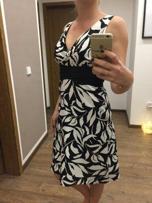 Schickes Etui Kleid von Esprit in black&white
