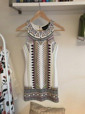 Schickes gemustertes Kleid