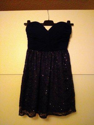 schickes Kleid in Dunkelblau