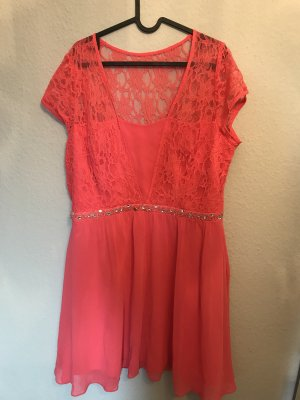 Schickes Kleid in leuchtendem Pink- Spitze und Pailletten