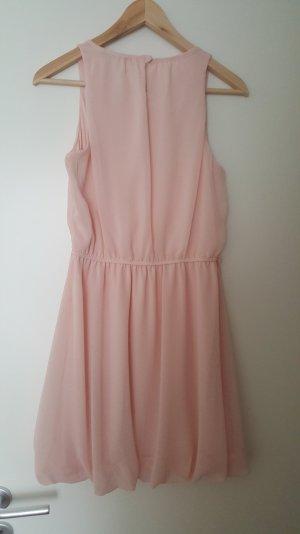 schickes Kleid in rosa