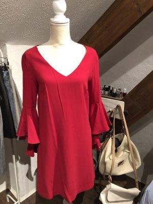 Schickes Kleid mit ausladenden Ärmeln