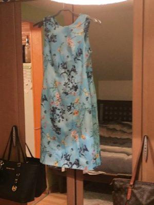 Schickes Kleid  mit Blumen