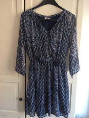 Schickes Kleid mit Muster