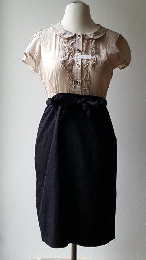 schickes Kleid mit Rüschen