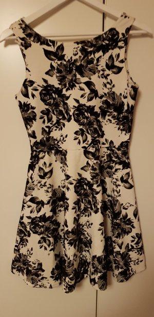 Schickes Kleid mit Samtdruck