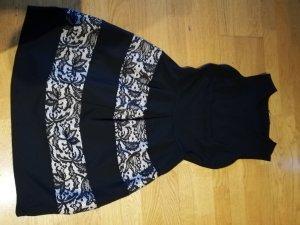 schickes Kleid mit Spitzendetails