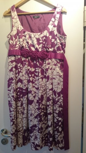 Schickes Kleid mit tollem Blütenband