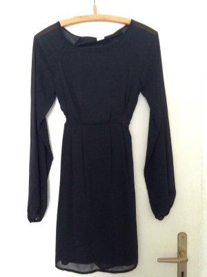 Schickes Kleid mit transparenten Einsätzen