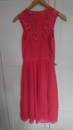 Schickes Kleid perfekt für Hochzeiten
