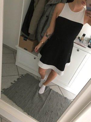 Schickes Kleid schwarz weiß