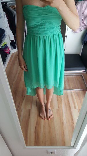 Schickes Kleid, toll zu tragen als Gast auf einer Hochzeit
