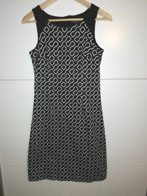 schickes Kleid von Manguun