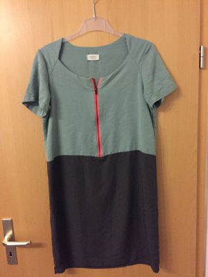 Schickes Kleid von Nümph