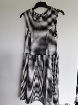 schickes Kleid von Only mit raffiniertem Rückenausschnitt