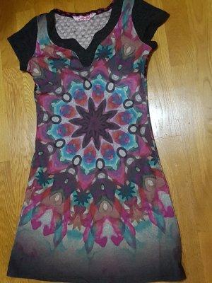 schickes Kleid von Smash
