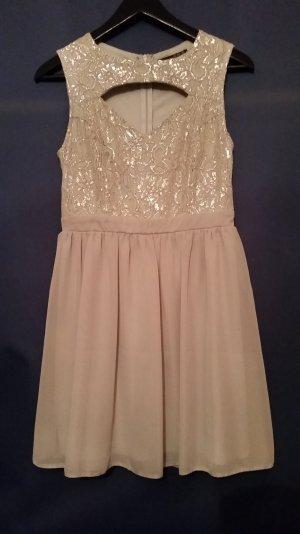 schickes kurzes Kleid