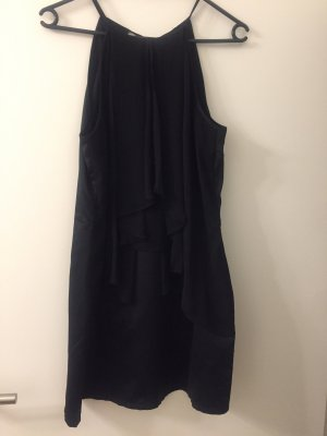 Schickes kurzes schwarzes Kleid