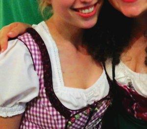 schickes lila Dirndl (ohne Bluse) in München, Tracht Oktoberfest Wiesn