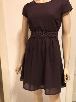 Schickes lilafarbenes Kleid