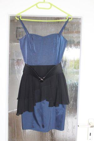 Schickes Minikleid mit Gürtel