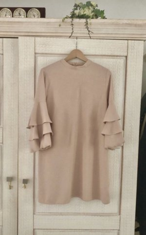 Schickes neues Kleid von Zara, mit Etikett