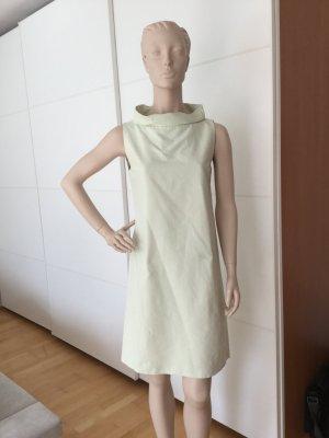 Schickes pastellfarbenes Kleid